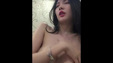 Chinese and Korean mixed-race beauty and boyfriend passion fuck self-timer