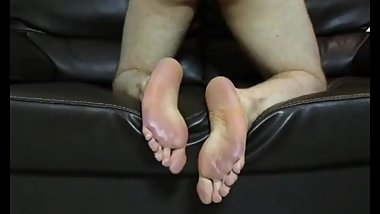 One of the sexiest Ideas I have ever seen practiced... (Boy self footjob)
