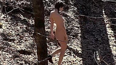 GORGEOUS GIRL CAUGHT WALKING NAKED IN THE WOODS / PUBLIC NUDITY / OUTDOORS