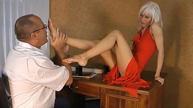 Boss worships his secretary's feet