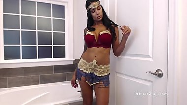 Wonder Woman Fingers Her Way to Justice - Alexis Zara