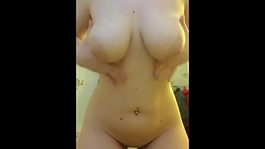 Bouncing my tits and showing my ass